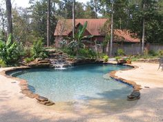 Beach Style Pool Designs Creating a Lake Effect in Modern Yards Beach style swimming pools are gorgeous water features that add unique look and comfort to modern yards Gunite Swimming Pool, Natural Swimming Pools, Swimming Pools Backyard, Swimming Pool Designs, Pool Spa, Beach Entry Pool, Backyard Beach, Backyard Pool Landscaping, Backyard Pool Designs