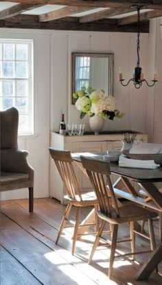 FARMHOUSE – INTERIOR – dining room of the historic renovation image gallery in Connecticut cottages and gardens in March 2012 in Connecticut. Haus Am See, Sweet Home, Diy Garden Furniture, Furniture Ideas, Home Interior, Farmhouse Interior, Bathroom Interior, Modern Bathroom, Modern Interior