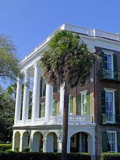 'East Battery' (Charleston, South Carolina), photo by Andy Latt, via Flickr (11/03/2012).