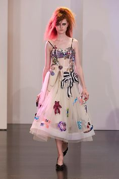 Marc Jacobs Resort 2017 Fashion Show Collection: See the complete Marc Jacobs Resort 2017 collection. Look 36 Fashion Week, Fashion 2017, Runway Fashion, Spring Fashion, High Fashion, Fashion Show, Fashion Design, Marc Jacobs, Estilo Kitsch