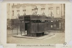 Urinoir de la Bourse ©Charles Marville/Archives de Paris – à Paris.