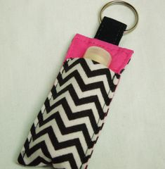 Chap Stick Holder, Lip Balm key chain, chapstick case, ChapStick Keychain, Lipbalm case cozy-Black White Chevron on pink Sewing Hacks, Sewing Crafts, Sewing Projects, Fabric Crafts, Christmas Craft Show, Easy Clip, Lipstick Case, Key Chain Holder, Chapstick Holder