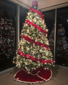 It's the most wonderful time of the year! Merry Christmas, Christmas Tree Design, Christmas Time Is Here, Christmas Tree Themes, Christmas Makes, Christmas Mood, All Things Christmas, Christmas Wreaths, Xmas Trees