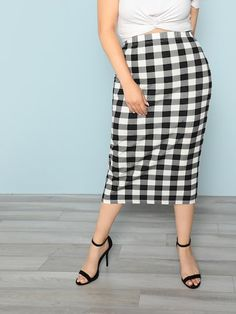 To find out about the Plus Plaid Pencil Skirt at SHEIN, part of our latest Plus Size Skirts ready to shop online today! Pop Fashion, Skirt Fashion, Fashion News, Autumn Fashion, Plus Size Skirts, Plus Size Outfits, Plus Size Fall, Plaid Pencil Skirt, Black And White Fabric