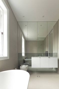 This bathroom is so gay plus cheesy, its practicability made a big strike.  Elliott Ripper House / Christopher Polly Architect.