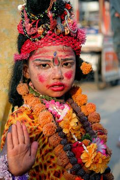 Rishikesh, child dressed as a goddess
