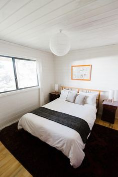 Te Kuiti is a smartly furnished 2 level holiday home set in Australian bushland with panoramic views of the D'Entrecasteaux Channel and the Tasmanian coast. Bruny Island, Holiday Accommodation, Bedroom Styles, Tasmania, Outdoor Dining, Vacations, Cottage, House, Travel
