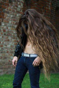 Long hair is sexy! Beautiful Long Hair, Beautiful Men, Beautiful People, Gorgeous Hair, Absolutely Gorgeous, Boys Long Hairstyles, Cool Hairstyles, Very Long Hair, Boys With Long Hair