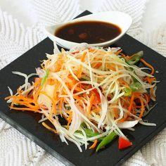 17 Tropical and Healthy Papaya Recipes: Green Papaya Salad Healthy Salad Recipes, Raw Food Recipes, Veggie Recipes, Indian Food Recipes, Asian Recipes, Kerala Recipes, Veggie Meals, Fresco, Papaya Recipes