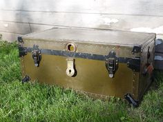 1940s WWII GI Military Army Riveted Travel Trunk & Storage Chest with RARE Insert