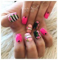 Semi-permanent varnish, false nails, patches: which manicure to choose? - My Nails Different Nail Designs, New Nail Designs, Latest Nail Art, Trendy Nail Art, Nails Short, Sally Hansen, Super Nails, Flower Nails, Shellac