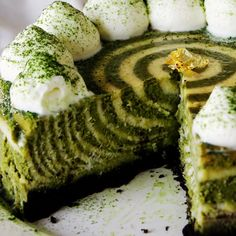 Matcha and oreo are a delicious combination in this zebra cheesecake. <<it looks reeeaaalllyy good. Green Tea Recipes, Sweet Recipes, Cheesecake Recipes, Dessert Recipes, Oreo Cheesecake, Matcha Cake, Delicious Desserts, Yummy Food, Food Videos