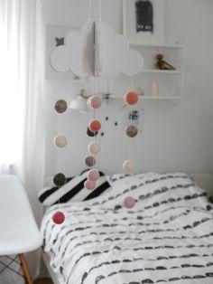meine DIY ♥♥ : Mobile in pastellfarben ♥  http://de.dawanda.com/shop/ideenpurzelbaeume