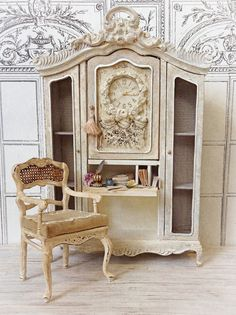 Off White Swedish Lady Clock Desk und Char - Miniature Rooms, Miniature Furniture, Dollhouse Furniture, Decoupage Furniture, Barbie Furniture, Rustic Shabby Chic, Small World, Decoration, Dollhouse Miniatures
