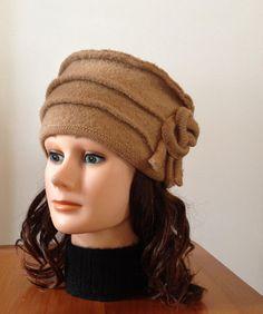 Chapeau en laine bouillie pour femme de couleur chameau avec