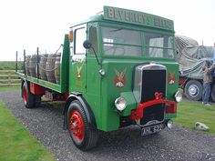 AHL 622 - 1946 Leyland Beaver - Brewery Dray - Beverleys Beers Livery | by homer----simpson Classic Trucks, Classic Cars, Old Lorries, Heavy Truck, Homer Simpson, Commercial Vehicle, Pickup Trucks, Old Cars, Brewery