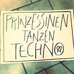 #Kriegerprinzessinnen tanzen Techno! jawohl!!