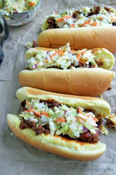 Carolina Style Hot Dogs - Sugar Dish Me vegan slaw dog - Vegan Coleslaw Homemade Coleslaw, Creamy Coleslaw, Vegan Coleslaw, Homemade Chili, Hot Dog Chili, Beef Hot Dogs, Chili Dogs, Dog Recipes, Chili Recipes