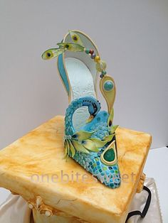 Peacock Shoe and Mask Peacock Shoe and Mask created with chocolate painting, isomalt gems, gum paste feathers, wafer paper feathers. photo 2/3