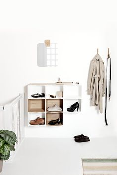 my scandinavian home: Making An Entrance: 10 Beautiful Scandinavian Inspired White and Wood Hallway Solutions Interior Architecture, Interior And Exterior, Interior Design, Minimalist Home, Minimalist Design, Wall Shelves, Shelving, Cosy Home, Turbulence Deco