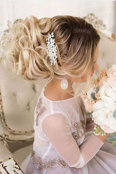 wedding updos hairstyles via el stile / http://www.himisspuff.com/beautiful-wedding-updo-hairstyles/14/