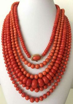 168 gram antique natural un-dyed Coral bead necklace Gold collection. Coral Jewelry, Ethnic Jewelry, Antique Jewelry, Vintage Jewelry, Collier Turquoise, Coral Turquoise, Red Coral, Jewelery, Jewelry Necklaces