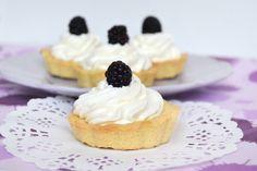 Crostatine con crema di limone, scopri la ricetta: http://www.misya.info/ricetta/crostatine-con-crema-di-limone.htm
