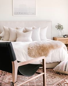 Indian Home Decor .Indian Home Decor Small Room Bedroom, Home Bedroom, Master Bedroom, Bedroom Ideas, Cosy Bedroom Decor, Bedroom Designs, Br House, Cozy House, Minimal Bedroom