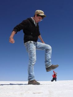 Striking a pose at Salar De Uyuni, Bolivia. #funnyphotos #travel #juxtapose