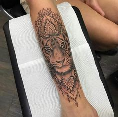 Na parte de trás do braço esquerdo e embaixo escrito girl Power ♀️ On the back of the left arm and under the written girl Power ♀️ Lion Forearm Tattoos, Head Tattoos, Wrist Tattoos, Body Art Tattoos, Girl Tattoos, Tattoos For Guys, Women Forearm Tattoo, Tattoo Arm, Mandala Tattoos For Women
