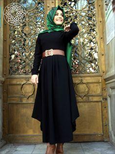 http://www.belginmoda.com/3018-01-Omuzu-Drapeli-Elbise,PR-521.html Pınar Şems 3018-01 Omuzu Drapeli Elbise Kumaş  : % 70 Polyester                  % 30  Pamuk Manken : 38 Beden Ürün      : 38 Beden Desen   : Sade Renk     :  Siyah