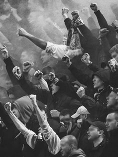 show pyro Keine Party face regeln # a.B moderner Fußball – 约瑟夫 马克斯 – Join the world of pin White Photography, Street Photography, Ultras Football, Red Star Belgrade, Casual Art, Football Casuals, Mode Blog, Sports Photos, Anti Social