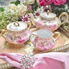 Shabby Chic Pink Paint Styles and Decors to Apply in Your Home – Shabby Chic Home Interiors Vintage China, Vintage Tea, Tea Cup Saucer, Tea Cups, Dresser La Table, Estilo Shabby Chic, Tea Pot Set, Tea Sandwiches, China Sets