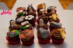 #madagascar #alex #king #hippo #giraffe #penguins #lion #fondant #cupcakes #decoration