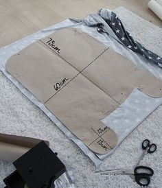 Diy Crafts Flying Daddy Georgebabynestchen Nhen 299841287690578577 P Baby Sewing Projects, Sewing Hacks, Sewing Tips, Baby Nest Pattern, Baby Travel Bed, Baby Nest Bed, Diy Bebe, Bebe Baby, Baby Pillows