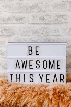 15 Letterbord teksten over Oud en Nieuw Bullet Pics, Licht Box, Light Board, New Years Background, Boxing Quotes, Light Letters, Winter Light, New Year Wishes, Happy New Year 2020