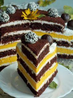Tort ten to połączenie czekoladowego ciasta z pieczonym sernikiem z dodatkiem dyni hokkaido. Wszystko to przełożone kokosowy krem z dodatkiem białej czekolady, który łączy ze sobą wszystkie smaki. … Pavlova, Cheesecakes, Can I Eat, Cupcakes, Brownies, Polish Recipes, Russian Recipes, Food Cakes, Yummy Cakes