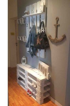 Pallet furniture for the corridor | do it yourself #corridor #furniture #pallet #palletideas #yourself