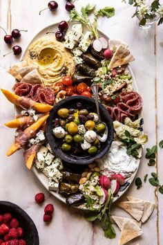 Greek Marinated Flank Steak and My Favorite Party Hummus Plate . - How Sweet Eats Antipasto, Hummus Platter, Mezze Platter Ideas, Meze Platter, Marinated Flank Steak, Snacks Für Party, Party Appetizers, Half Baked Harvest, Summer Dishes