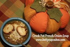 Pinterest Review: Crock Pot French Onion Soup | BettyCupcakes.com #crockpot #soup