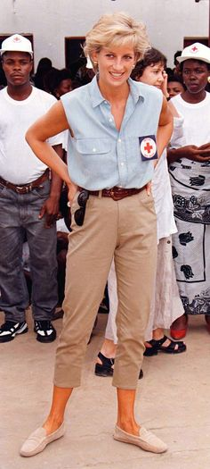 Princess Diana on a trip to Angola to highlight injuries caused by landmines 1997 | heatworld.com
