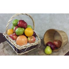 The perfect gift for any occasion, this extra large assorted fruit bundle comes in a gorgeous reusable basket. Included in this bundle are 10 crisp apples, 6 California oranges, 4 juicy pears and 1 large grapefruit packed in a basket and tied with ribbon.