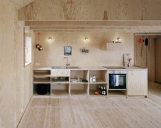 A kitchen clad entirely in plywood by Johannes Norlander Arkitektur. For more of the all-plywood interior, see Architect Visit: Johannes Norlander in Sweden. Plywood Interior, Wood Interior Design, Furniture Design, Plywood Furniture, Chair Design, Design Design, Modern Furniture, Studio Interior, Design Blogs