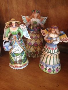 Jim Shore trio of Angels  - http://collectiblefigurines.net/jim-shore/angels/jim-shore-trio-of-angels/