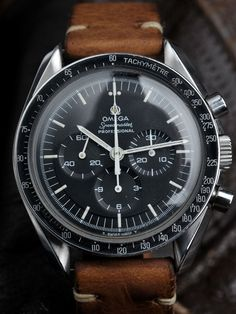 May 2014 - Coming up… Here we have another great looking Omega Speedmaster Professional for sale. A full-size beauty from the year of the Moon landing > What better year to get an Speedmaster from then the year its use in space made it so famous? Dream Watches, Fine Watches, Luxury Watches, Cool Watches, Rolex Watches, Watches For Men, Speedmaster Professional, Mens Designer Watches, Junghans