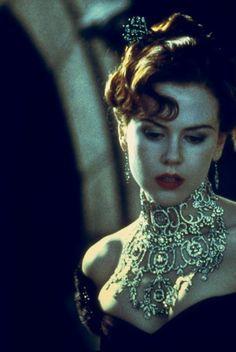 Nicole Kidman in Moulin Rouge - Baz Luhrmann Le Moulin Rouge Paris, Satine Moulin Rouge, Moulin Rouge Movie, Nicole Kidman Moulin Rouge, Moulin Rouge Costumes, Film Musical, Baz Luhrmann, Ideas Joyería, Ewan Mcgregor