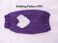 It's finally getting cold outside! Make this simple sweater for your pooch using my knitting pattern. Once you make one, you'll want to make more :) Super quick #knit, and you can customize it however you want. Fits #dogs or #cats