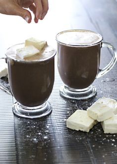 A sugar-free hot chocolate recipe without artificial ingredients? It's delicious and guilt-free! Tea Recipes, Coffee Recipes, Fall Recipes, Real Food Recipes, Holiday Recipes, Snack Recipes, Yummy Food, Sugar Free Hot Chocolate, Hot Chocolate Recipes