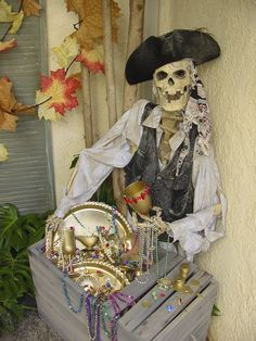 I like pirates for Halloween almost as much as I like goblins and goonies! pirate skelly-Spray paint unused trays, goblets etc. Gold for treasure in Crate add Beads etc. Halloween Prop, Outdoor Halloween, Holidays Halloween, Halloween Crafts, Pirate Halloween Party, Pirate Decor, Pirate Theme, Skeleton Decorations, Pirate Halloween Decorations