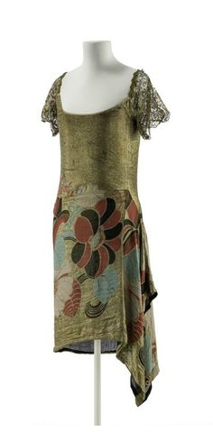 Evening dress designed by Paul Poiret, 1925. Photo Stephan Klonk, Kunstgewerbemuseum, Staatliche Museen zu Berlin.